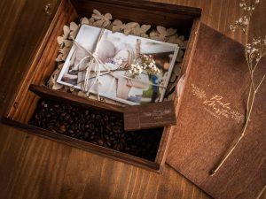 caja con fotos de bodas